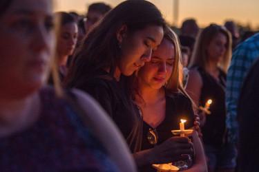 Vigilia por la matanza en un instituto de Florida