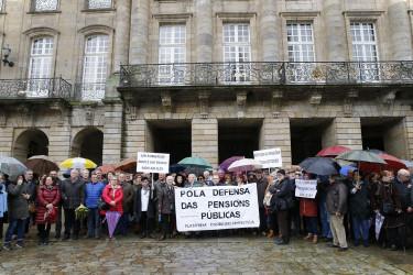 Concentración jubilados en Compostela por la defensa de las pensiones públicas