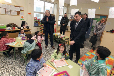 Román Rodríguez visita el CEIP Plurilingüe de Outes
