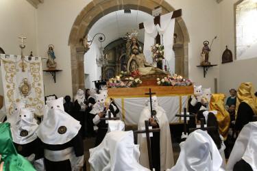 Procesión de la Quinta Angustia dentro de la iglesia