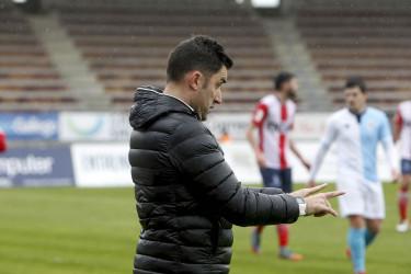 Imágenes del partido entre la SD Compostela (1) y el CF Alondras (0)