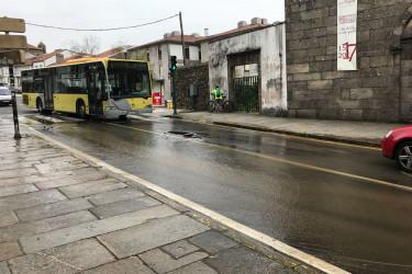 Rotura dunha tubería na rúa de San Roque