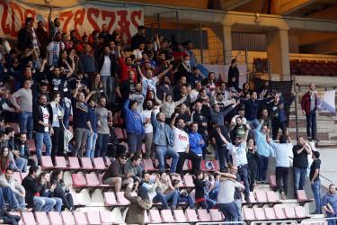Compostela, 3 - Terrasa, 0 - Búsquese en las gradas