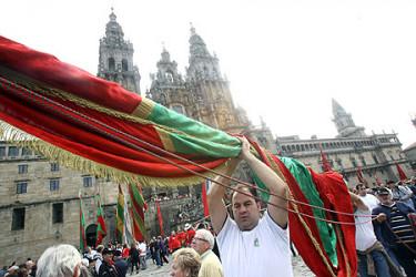 Espectacular peregrinación con pendones desde León