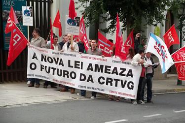 Concentración de protesta ante el Parlamento autonómico del comité interempresas de la CRTVG