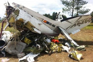 Retirada de los restos del avión estrellado cerca de Lavacolla