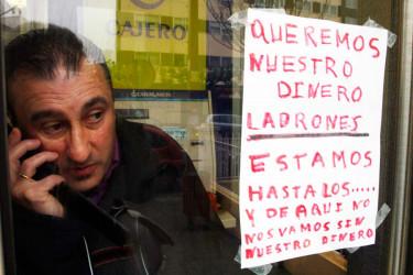 Un hombre se encierra en un cajero de NovaGalicia en Fene