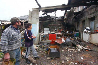 Una tromba marina causa destrozos en Ribeira y A Pobra
