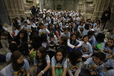 Nenos e nenas de conservatorios galegos cantaron a Rosalía