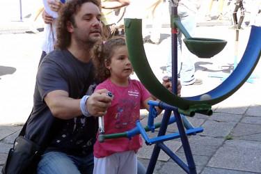 Os xoguetes 'inventados' e construídos con materiais reciclado 'toman' A Quintana