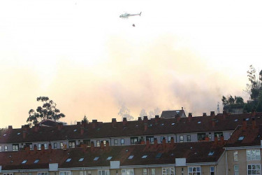 Incendio en Camiño dos Vilares, en Santiago