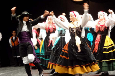 XXXIV Concurso de baile tradicional Xacarandaina, na Coruña