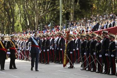 Desfile militar con motivo del Día de la Hispanidad