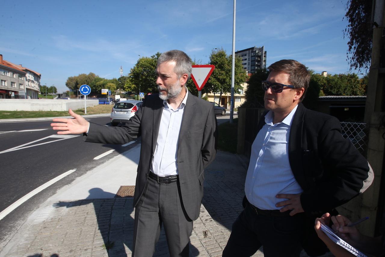 Xabier Sánchez, izquierda, y José Ramón de la Fuente, presidente y vocal, respectivamente, de la Asociación de Veciños Conxo Aberto - FOTO: Ramón Escuredo