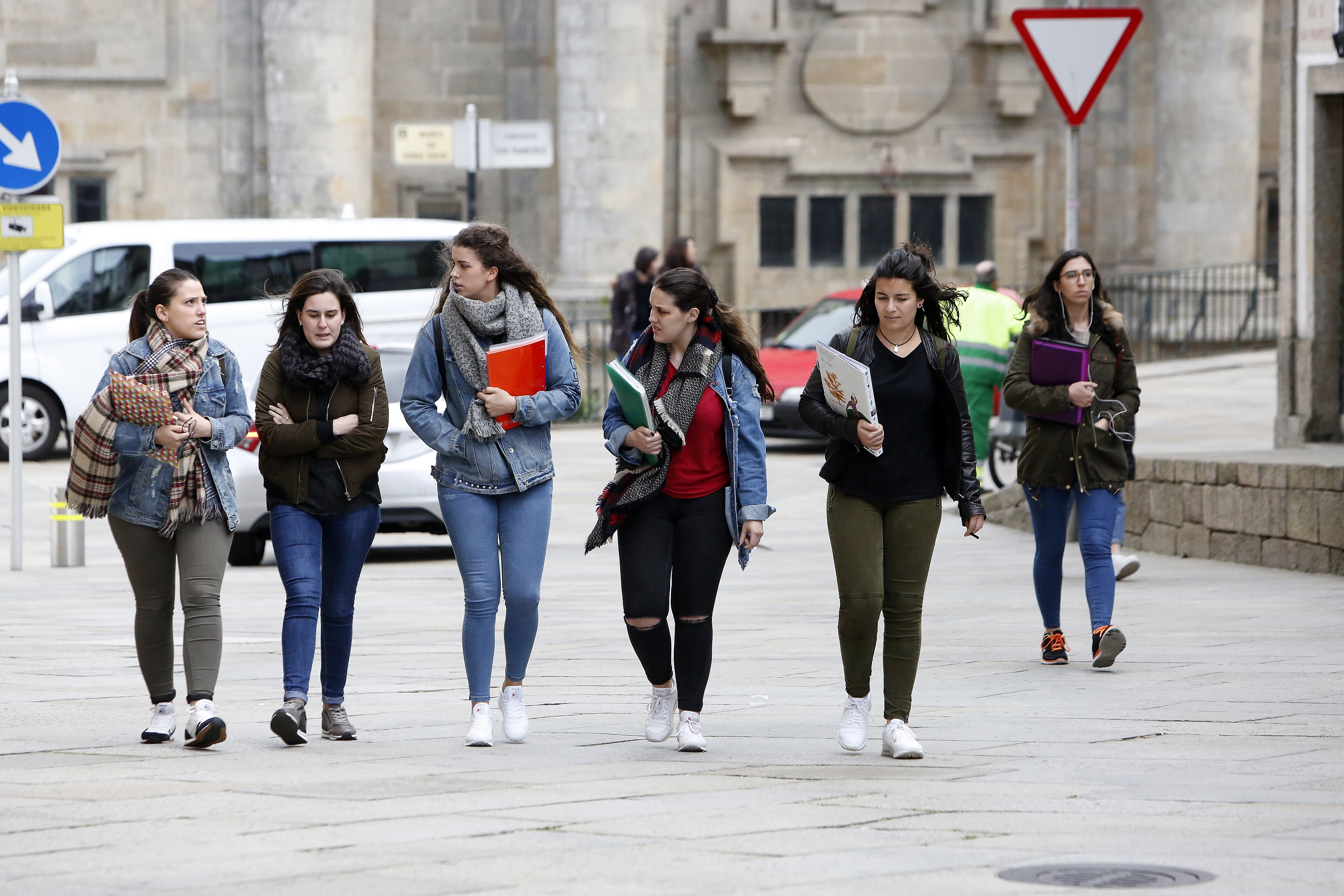 Un grupo de universitarias camino a la facultad - FOTO: ANTONIO HERNÁNDEZ
