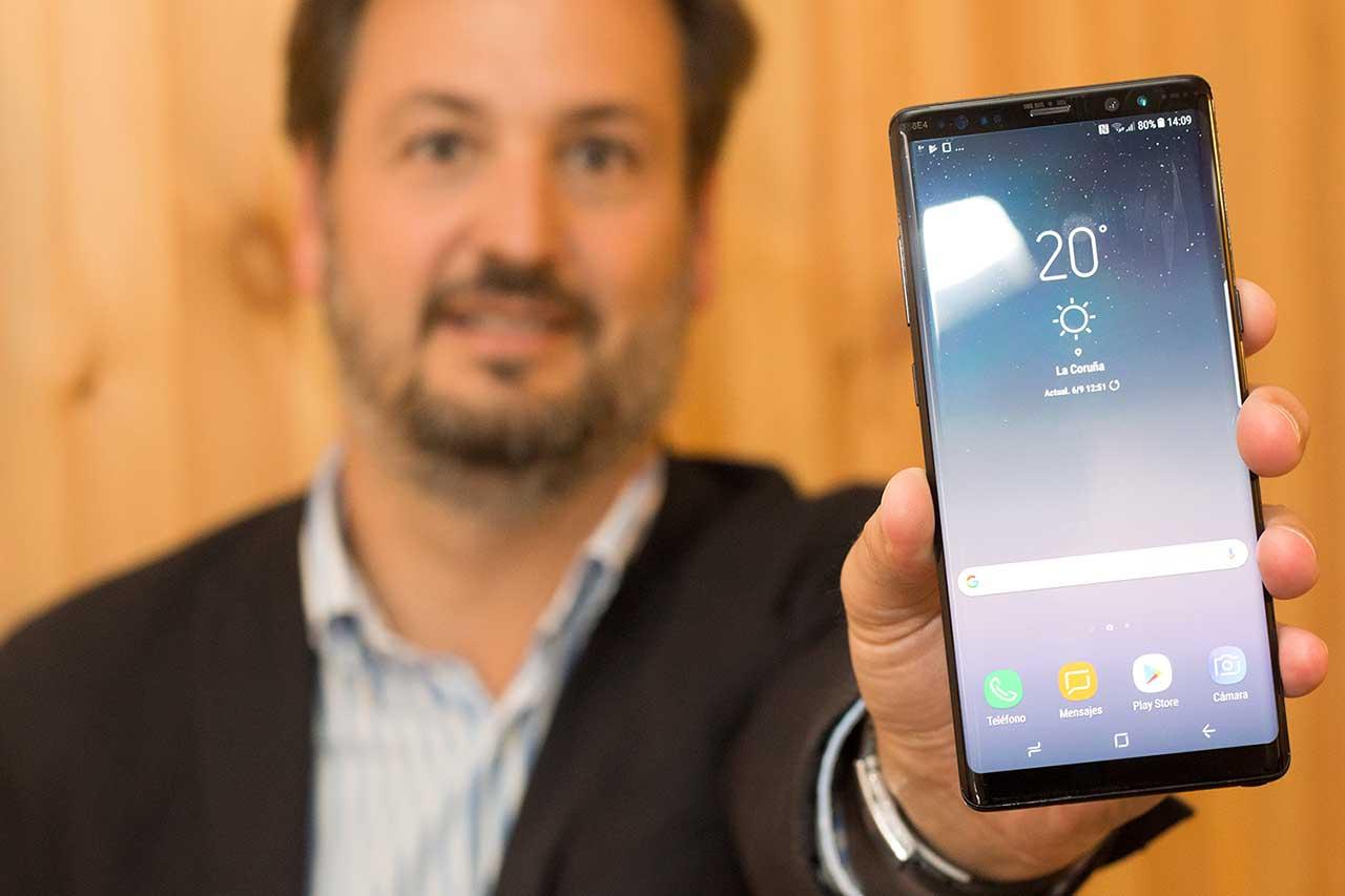 Luis de la Peña presentou na Coruña o novo Galaxy Note8 - FOTO: Marcus Fernández