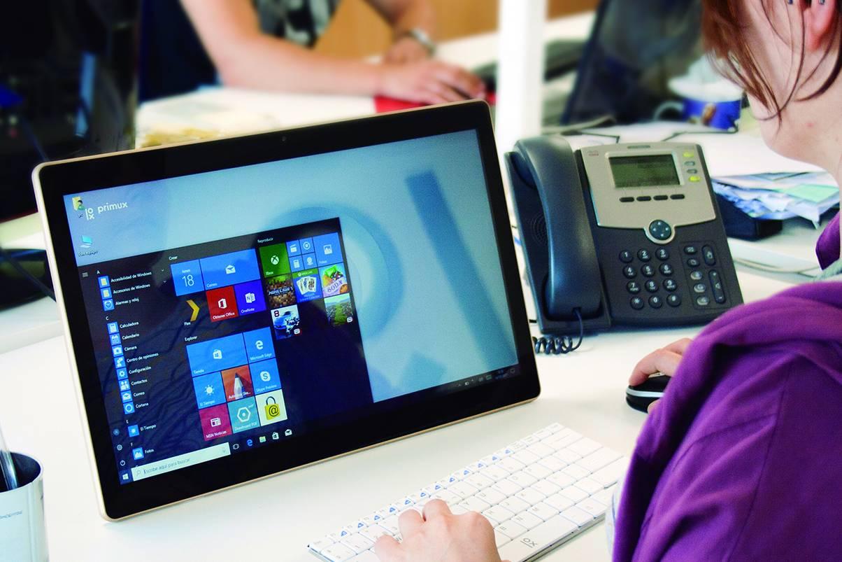 O ordenador de Primux pode ser utilizado en oficinas e tamén para o lecer - FOTO: Primux
