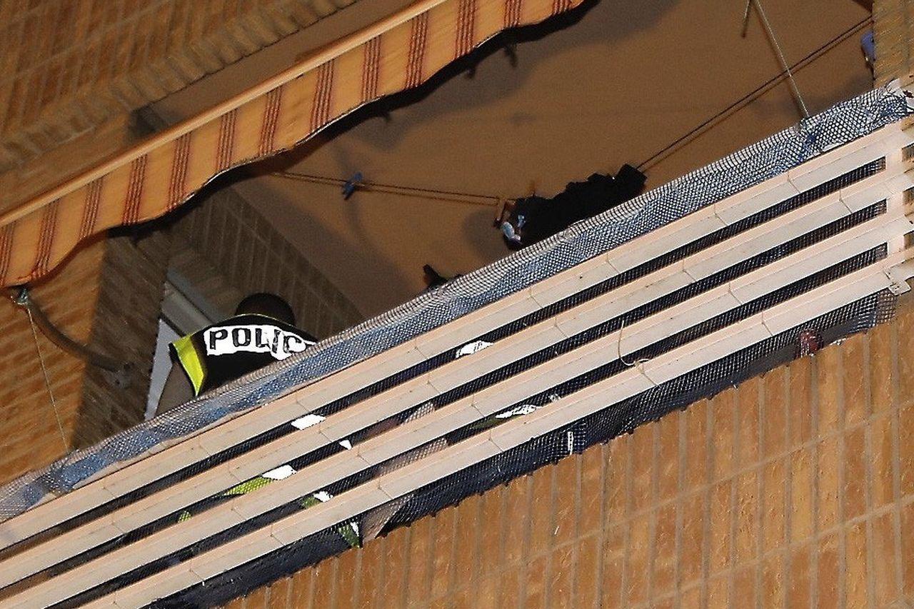 Balcón de la vivienda en la que se produjo el asesinato - FOTO: EFE/Juan Carlos