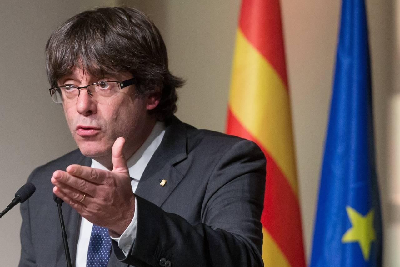 Foto del día 07/11/2017 que muestra al expresidente de la Generalitat catalana Carles Puigdemont durante el acto que 200 alcaldes independentistas han celebrado en Bruselas, Bélgica - FOTO: EFE/Stephanie Lecocq