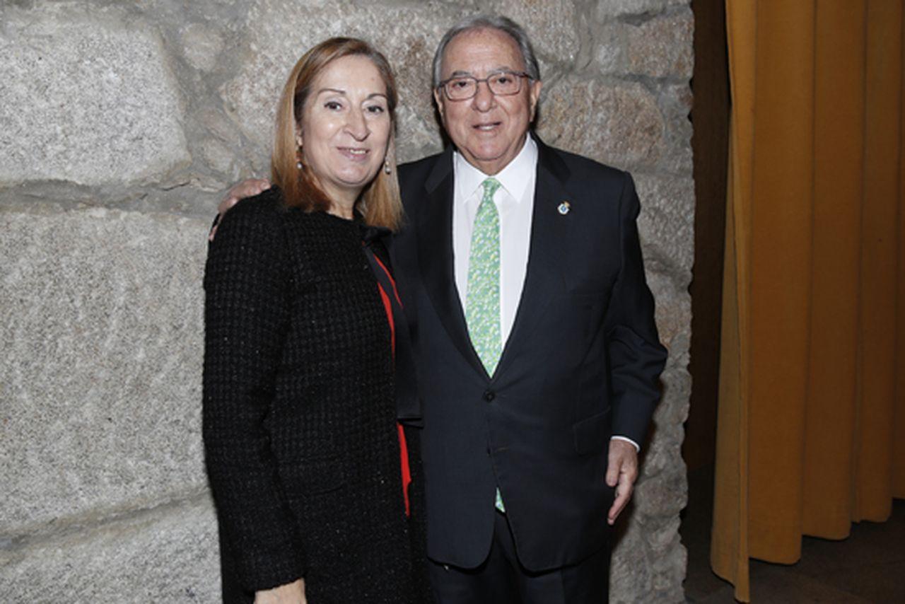 El presidente de la Fundación A.M.A., Diego Murillo, con la presidenta del Congreso de los Diputados, Ana Pastor - FOTO: A.M.A.