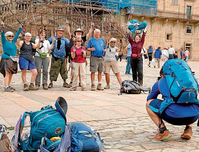 Un grupo de peregrinos en el Obradoiro, el pasado mes de octubre - FOTO: Fernando Blanco