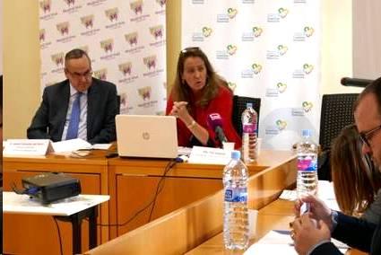 En la imagen, la presidenta de la FEFN, Eva Holgado, y el director gerente de la Fundación Madrid Vivo, Jenaro González del Yerro, durante la presentación del estudio - FOTO: FEFN