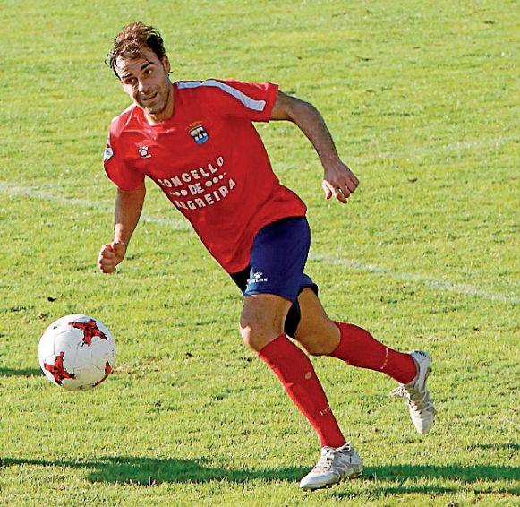 Iván González, en un partido con el Negreira - FOTO: Fernando Blanco