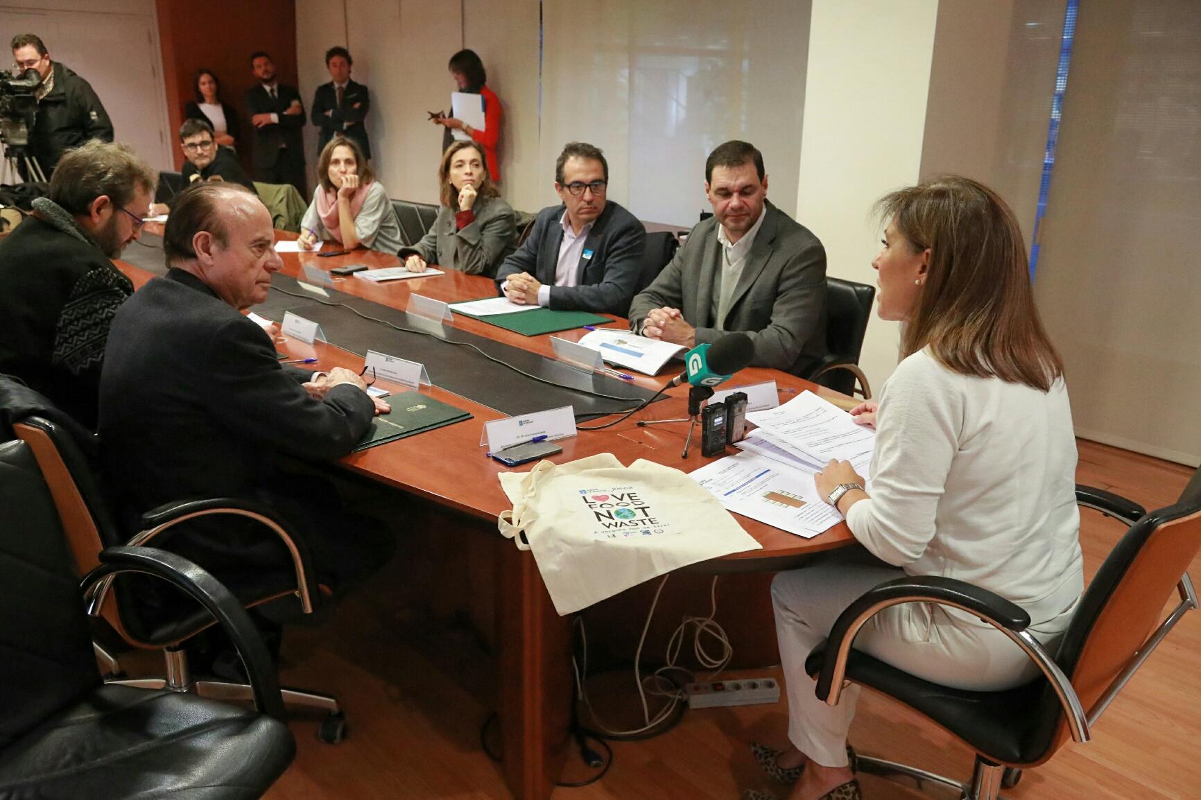 La conselleira Beatriz Mato, en la reunión mantenida este martes con los hosteleros - FOTO: Xunta