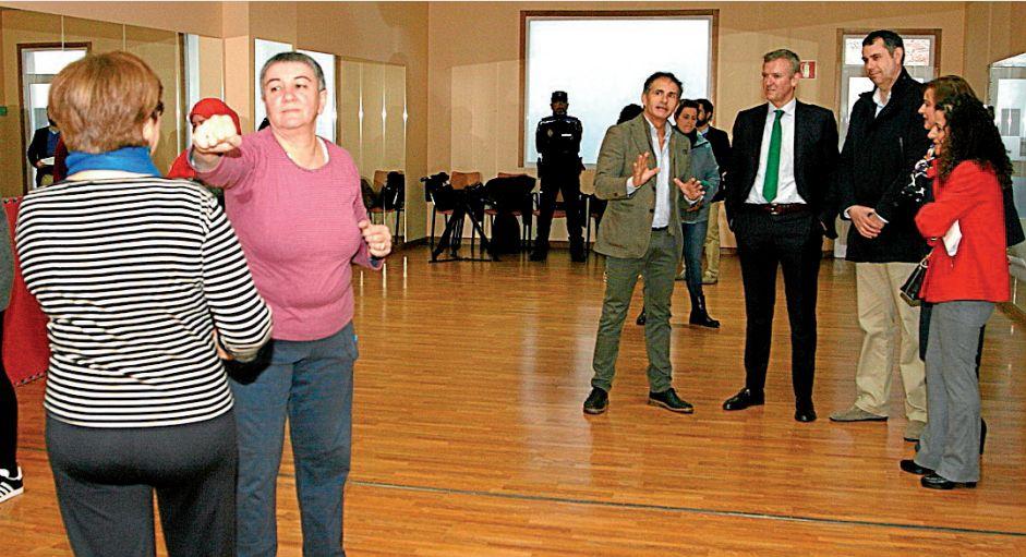 La concejala García, primera por la derecha, con Abella, el regidor Martínez y Alfonso Rueda - FOTO: C.D.O.