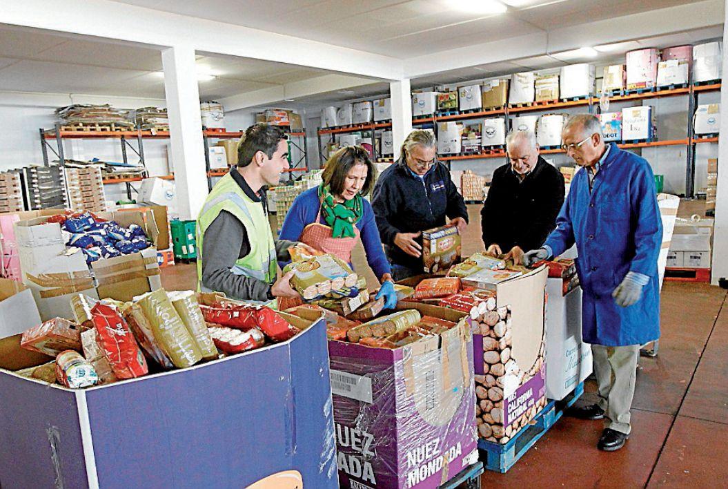 El Banco de Alimentos de Santiago será el que recoja las ayudas - FOTO: Antonio Hernández