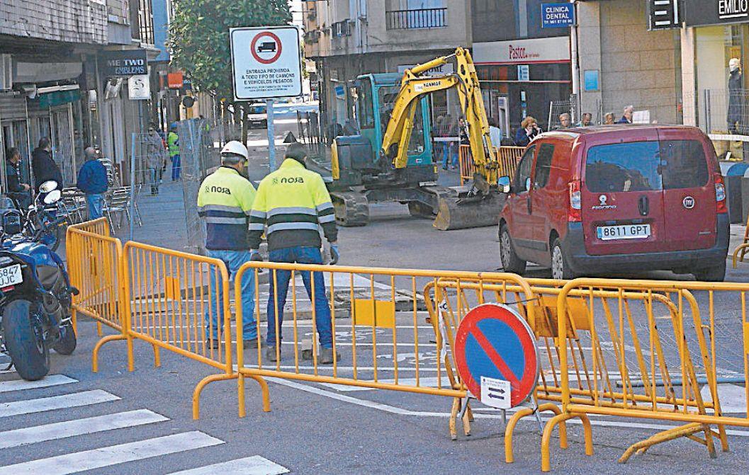 Imaxe do comezo das obras na rúa Rosalía de Castro, en Ribeira - FOTO: C. Ribeira