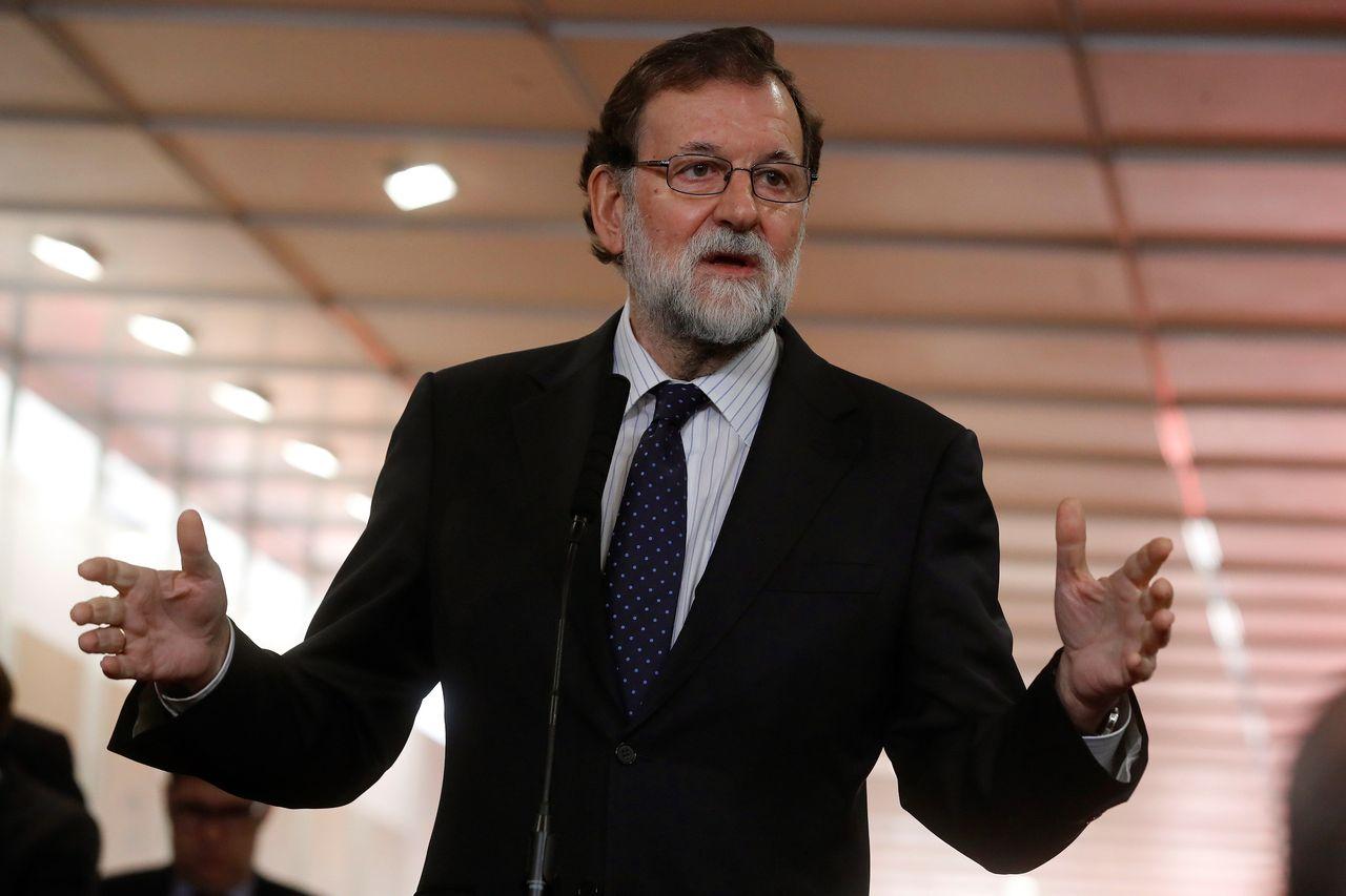 El presidente del Gobierno, Mariano Rajoy, durante las declaraciones que realizó a su llegada a la recepción que se celebra en el Congreso de los Diputados con motivo del Día de la Constitución - FOTO: EFE/ Juan Carlos Hidalgo