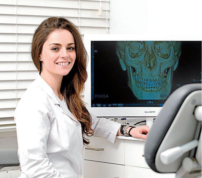 La doctora Beatriz Iglesias Sánchez es Master en Ortodoncia Lingual Sistema Incógnito