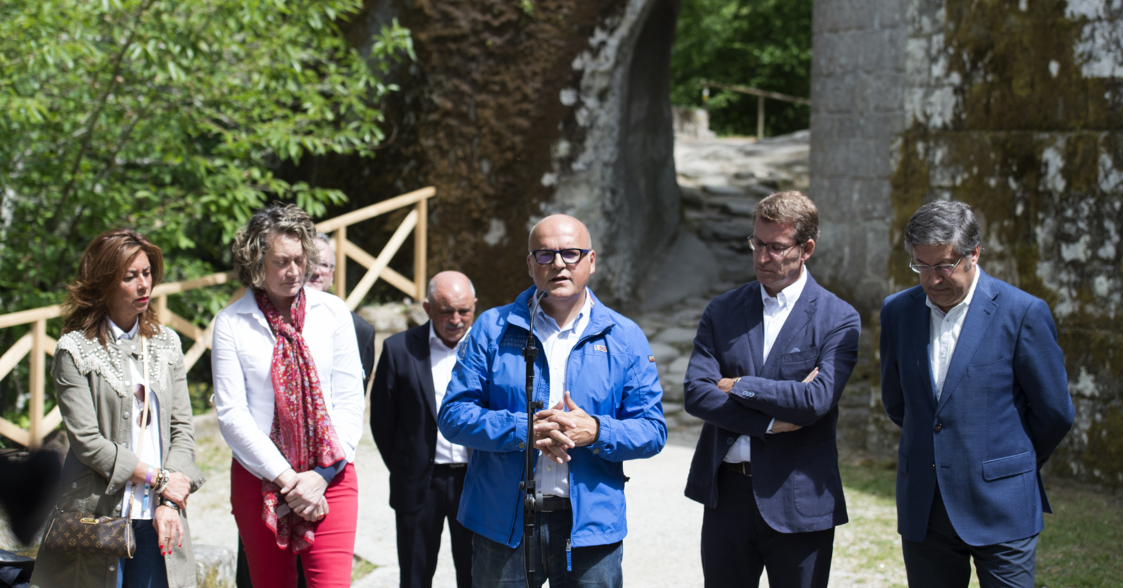 O presidente da Deputación Provincial de Ourense, intervindo ante o presidente da Xunta, nunha visita ao Mosteiro de Rocas o pasado ano.  - FOTO: Gallego