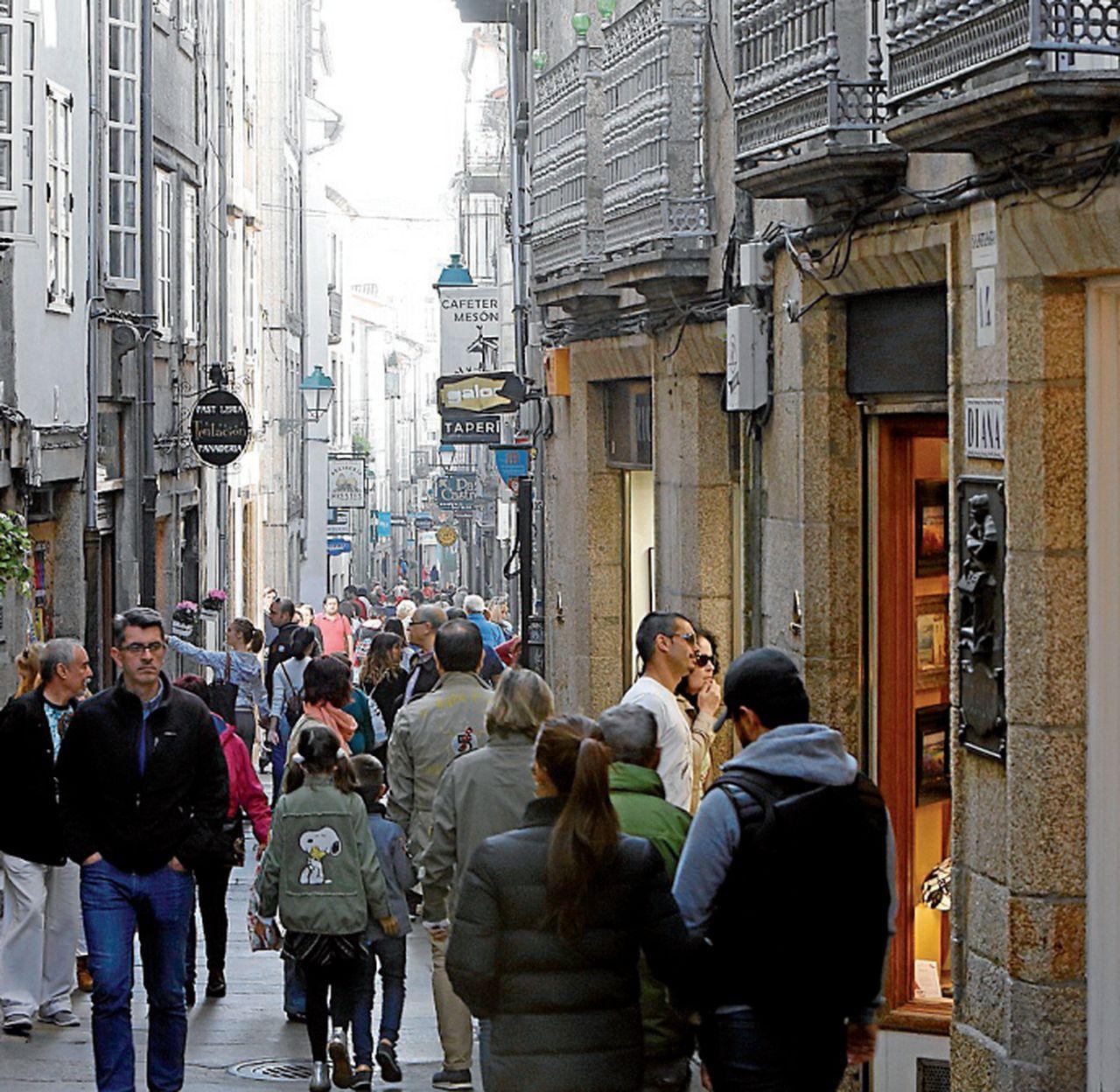 La rúa Calderería es una de las principales arterias comerciales de la ciudad - FOTO: A.H.