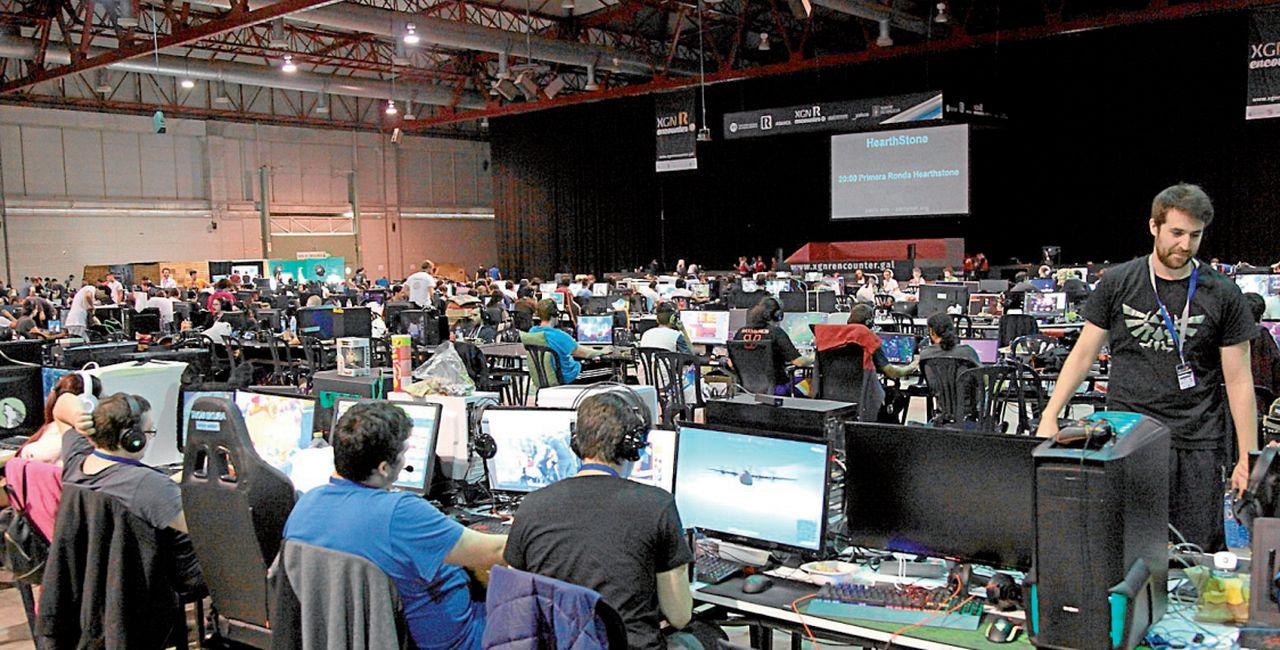 Algunos de los participantes que asistieron el año pasado al recinto de Silleda para participar en la party informática Encounter - FOTO: F.S.V.