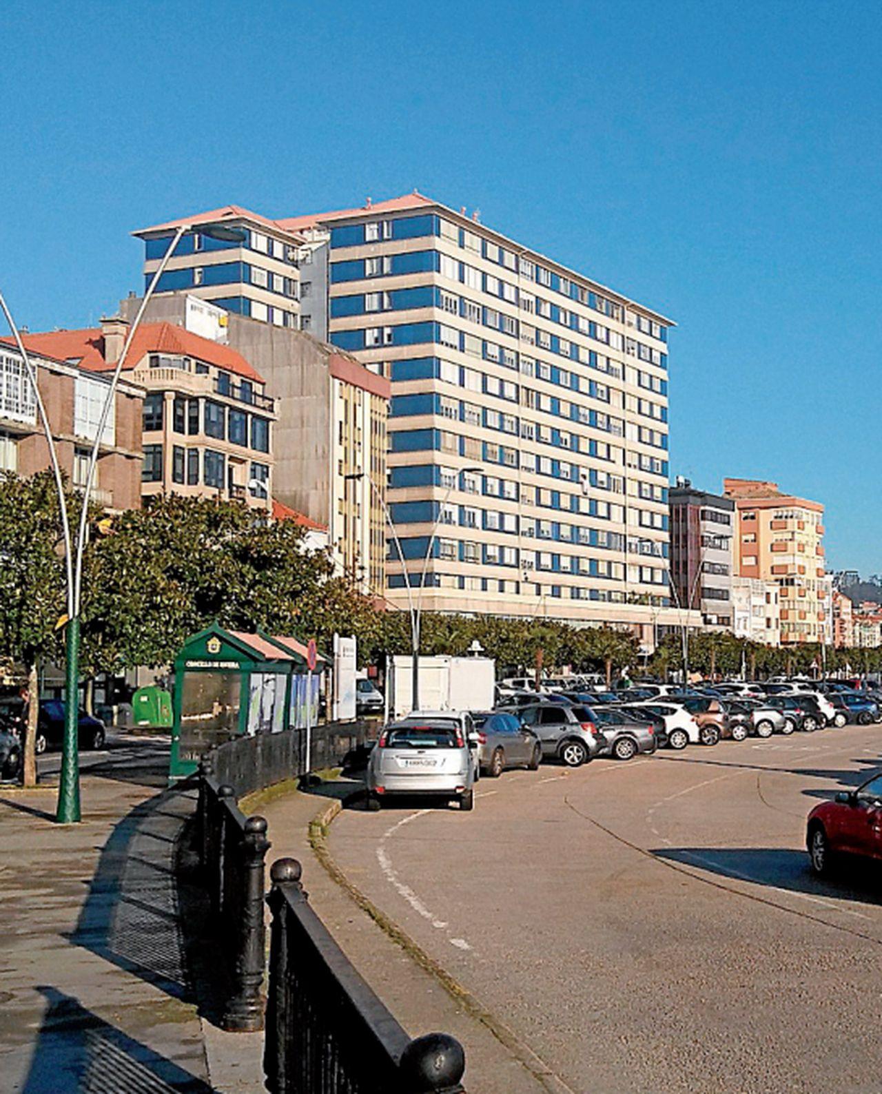 Estado actual de la avenida do Malecón de Ribeira, la fachada al mar de una ciudad que se va a reordenar en función del peatón - FOTO: C.D.R.