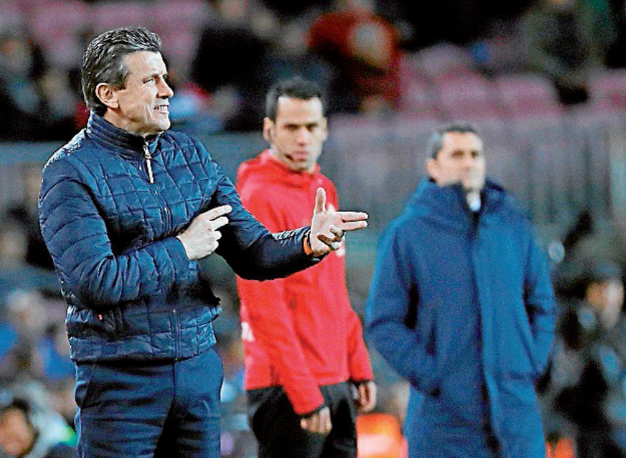 Juan Carlos Unzué, el jueves en el Camp Nou - FOTO: A. García
