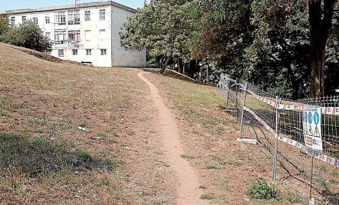 Obras de mejora en la urbanización en los bloques de San ignacio de Loyola - FOTO: Arxina