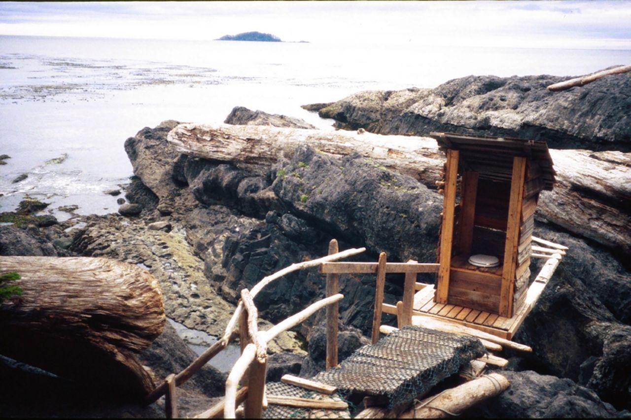 Outhouse, British Columbia, Canada  - FOTO: © Chris Kolaczan