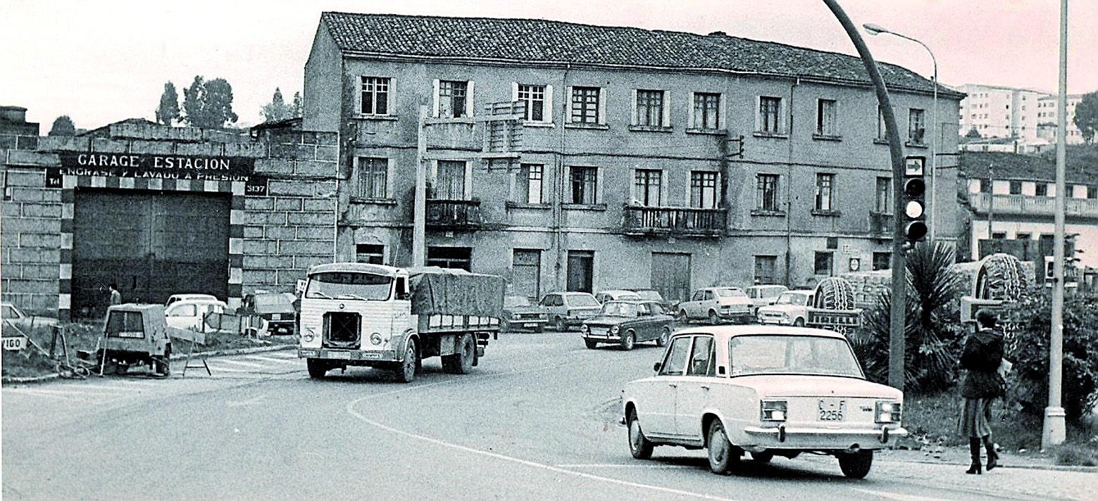Confluencia de la rúa do Hórreo y la avenida Romero Donallo en los años 80, donde hoy se encuentra la rontonda de la Galuresa.  - FOTO: ECG
