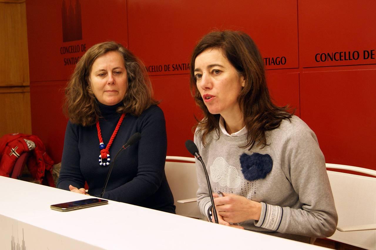 La concejala de Turismo, Marta Lois, a la derecha, con Flavia Ramil - FOTO: Concello de Santiago