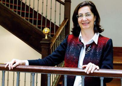 Dolores Álvarez Pérez, vicerrectora de Estudiantes, Cultura y Responsabilidad Social de la USC en el equipo de Juan Viaño Rey - FOTO: ECG