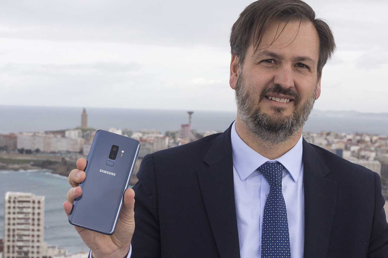 Luis de la Peña, de Samsung España, achegou nos pasados días unidades dos Galaxy S9/S9+ a Galicia - FOTO: Marcus Fernández