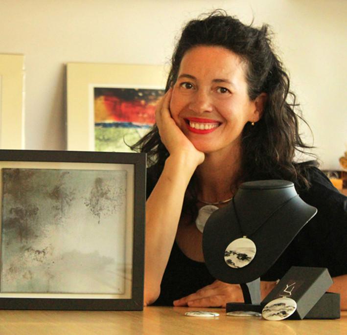 La artista Yano Yoro trabajando en su estudio.  - FOTO: STOUPA