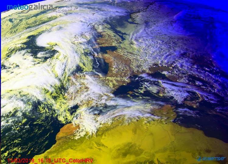 Imagen de satélite correspondiente a este martes a las 17:15 hora local - FOTO: Meteogalicia