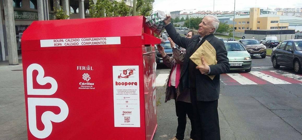 Uno de los primeros contenedores inaugurados ayer, en Esteiro - FOTO: Cáritas Mondoñedo-Ferrol