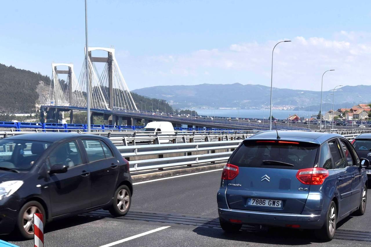 Tráfico en el puente de Rande - FOTO: Pablo Hernandez Gamarra