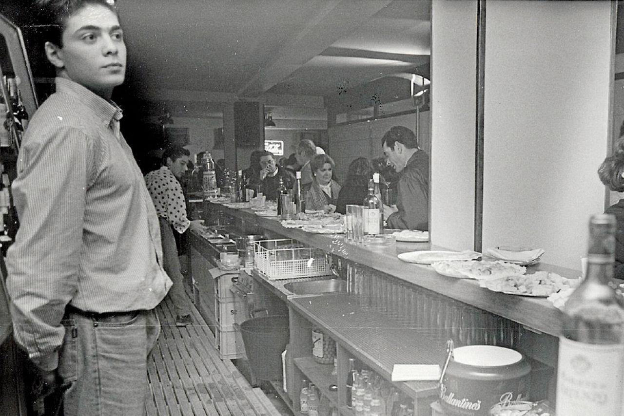 Jornada inaugural del pub La Radio, en la rúa das Ameas, hace ahora más de un cuarto de siglo