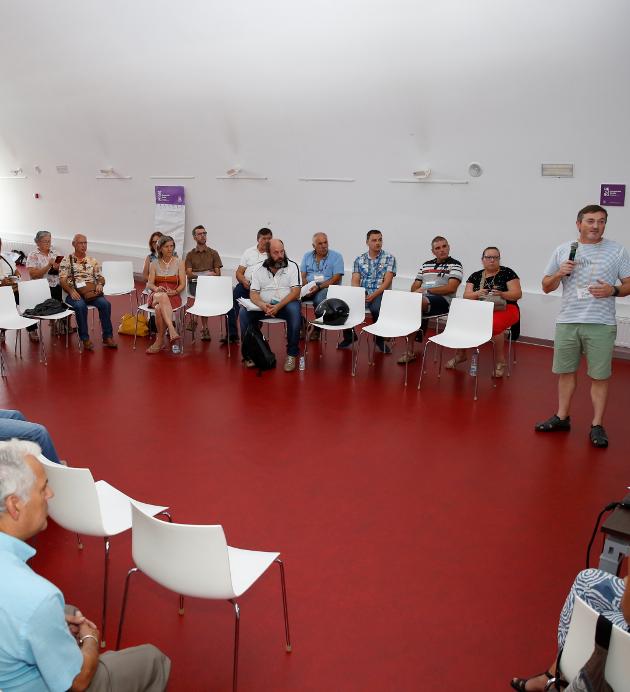Asamblea en una de las anteriores ediciones de los presupuestos participativos - FOTO: Fernando Blanco